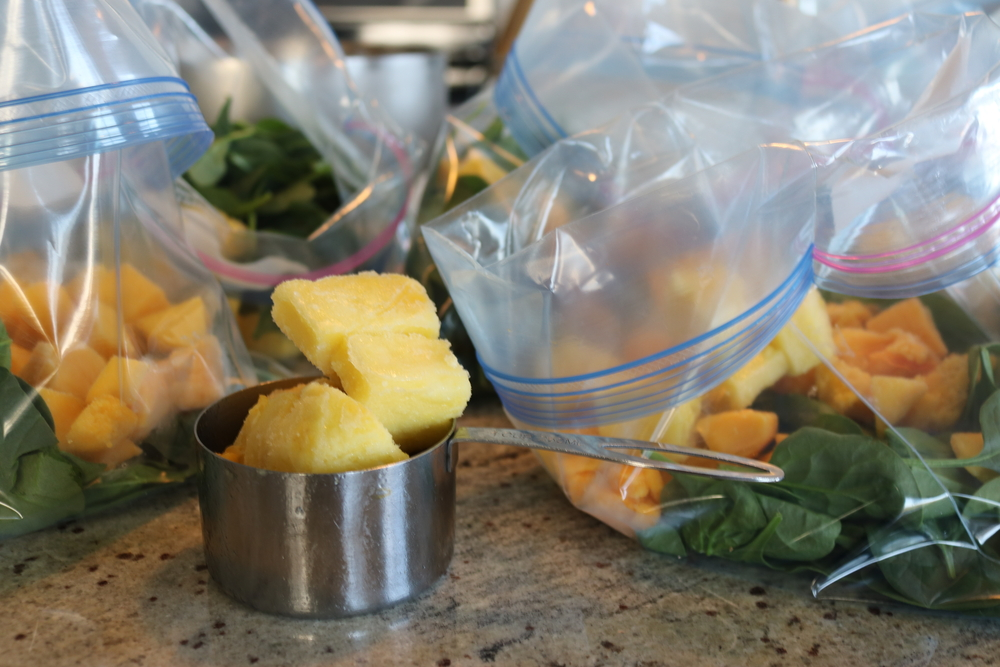 freeze fruits and vegetables for smoothie bag